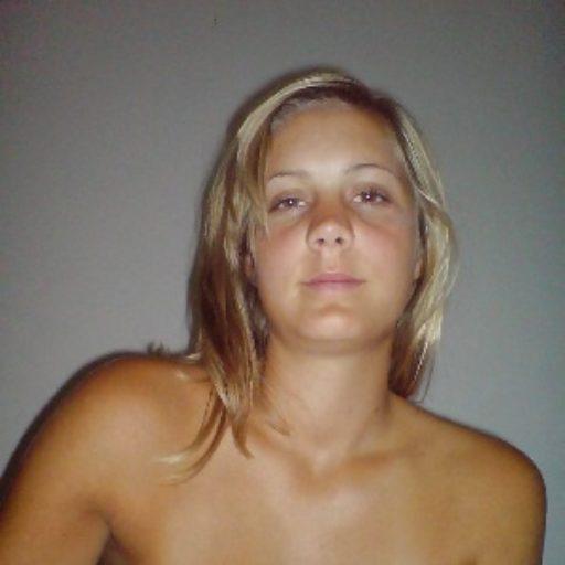 hübsches Gesicht einer blonden jungen Frau